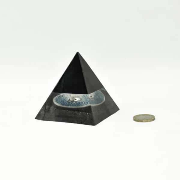 Orgonite pyramide Torus lilacandles
