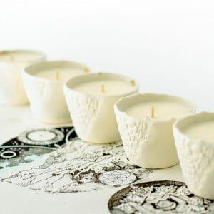 bougies parfumées dans photophores