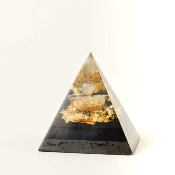 Orgonite pyramide Ammonite lilacandles