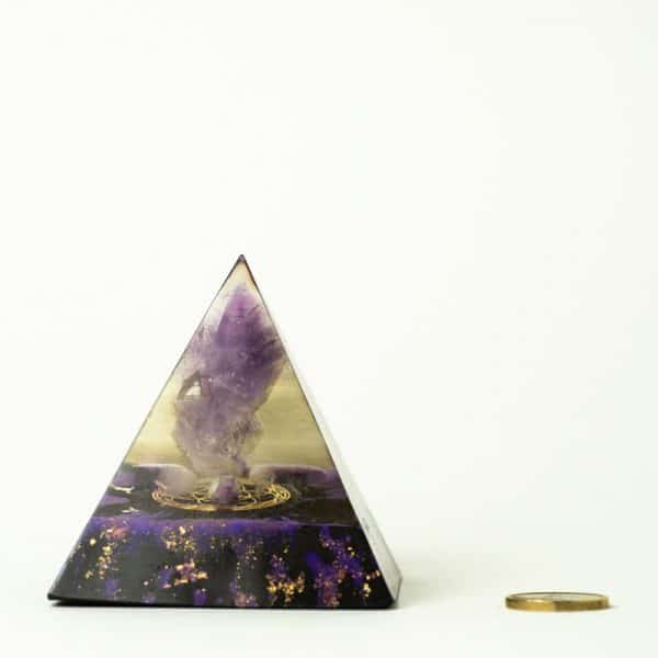 orgonite pyramide améthyste