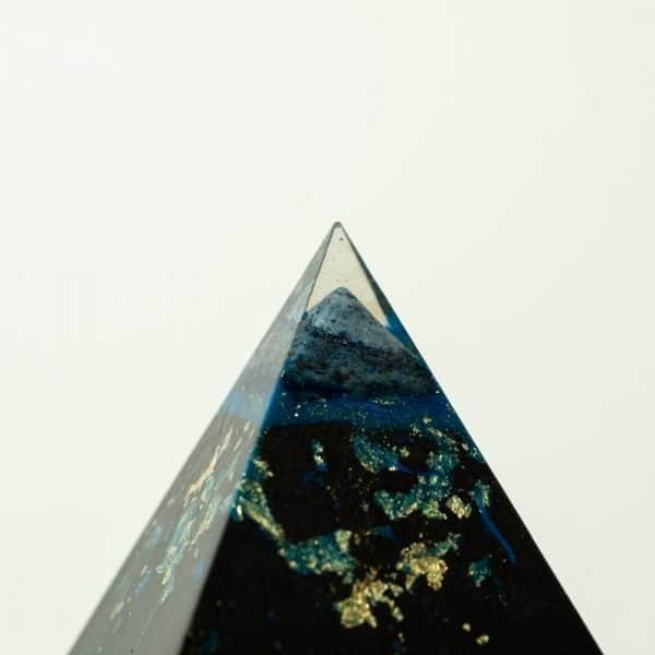 orgonite pyramide double lapis lazuli détail